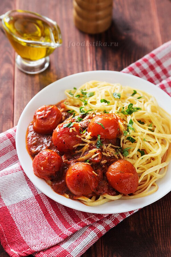 Итальянская паста с томатным соусо
