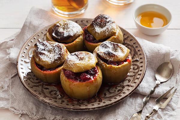 Запеченные яблоки с клюквой и медом