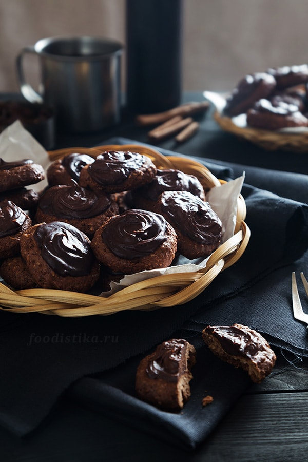 Шоколадное печенье из овсяных хлопьев