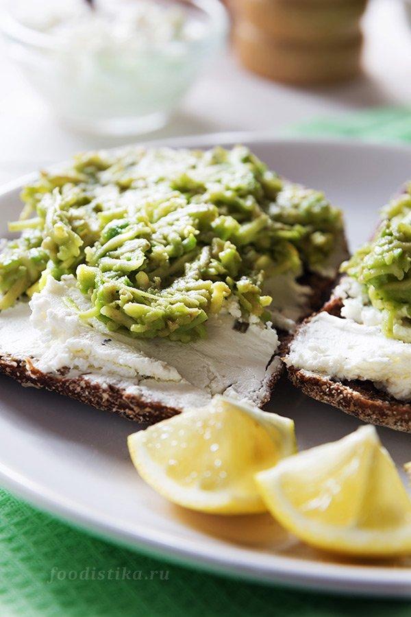 Бутерброды с авокадо и сыром