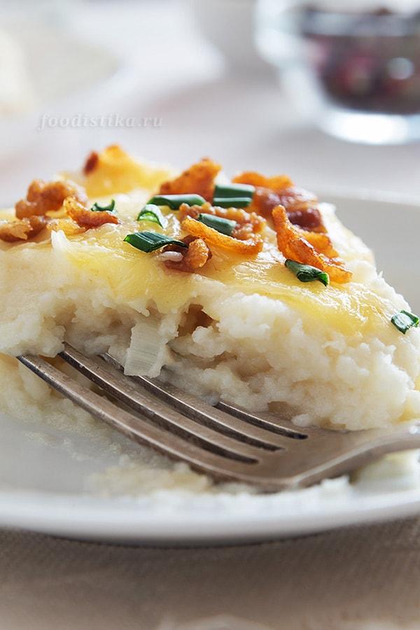 Пюре из цветной капусты с беконом и сыром