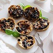 Закуска из белых грибов, сыра и оливок