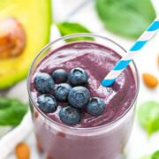 Смузи с черникой, бананом и авокадо - рецепт с фото пошагово