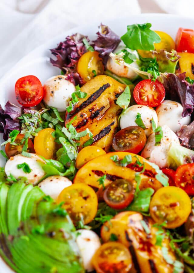 Салат капрезе с персиками-гриль – рецепт с фото пошагово