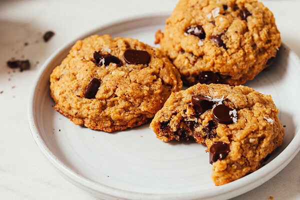 Овсяное печенье с арахисовой пастой и шоколадом